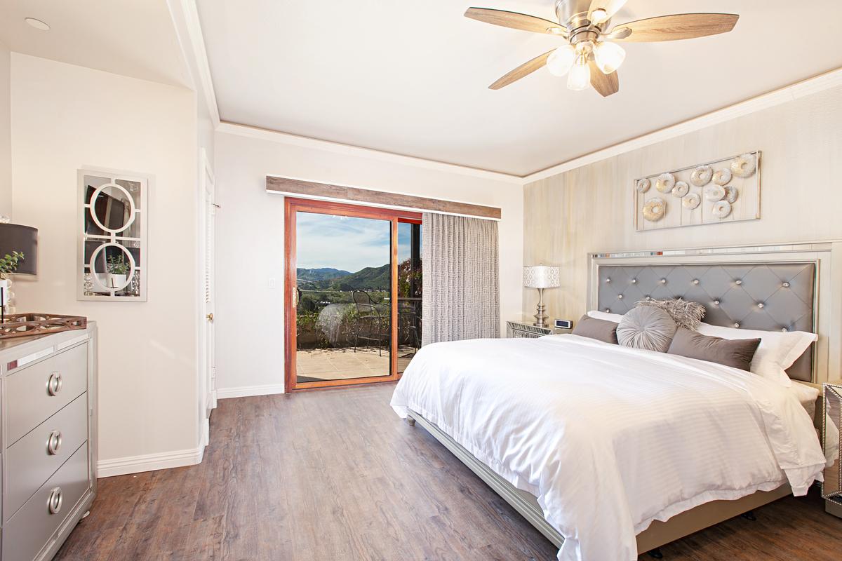 VineyardHillsVilla Bedroom 2019 LosWillows